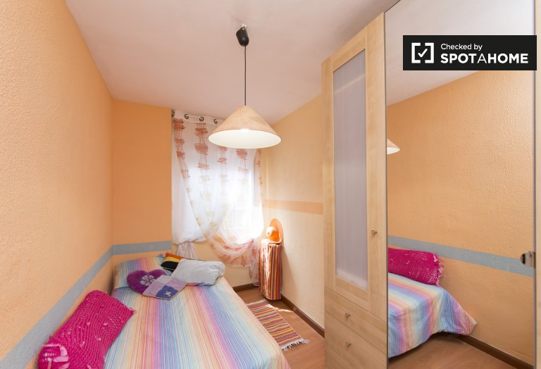 Room for rent in 3-bedroom apartment in San Blas, Madrid