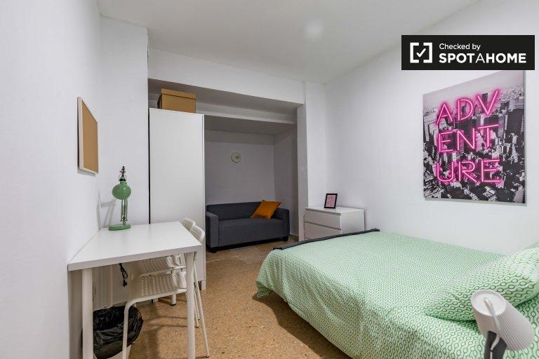 Zimmer in 4-Zimmer-Wohnung in Ciutat Vella, Valencia