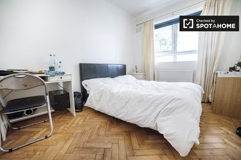 Light room in shared flat in Chelsea, London