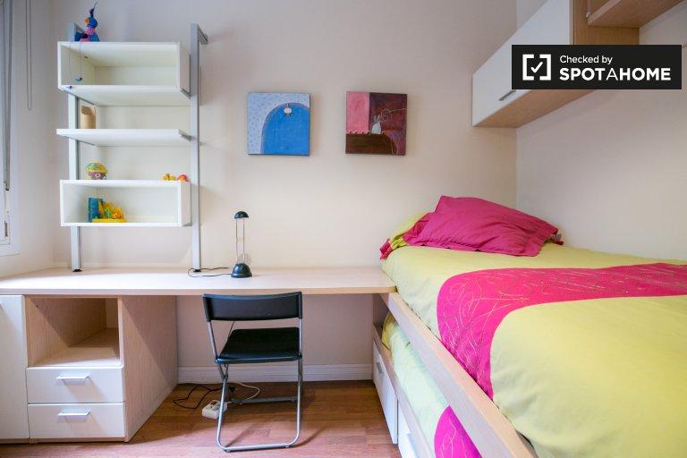 Chambre de charme dans un appartement de 3 chambres à Ibaiondo, Bilbao