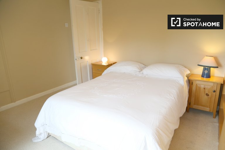 Bright 1-bedroom apartment for rent in Dundrum, Dublin