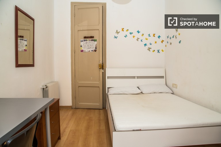 Double Bed in Couple-friendly rooms in a shared apartment, all utilities included