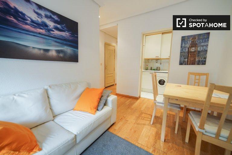 Moderno apartamento de 1 dormitorio con aire acondicionado para alquilar en Lavapiés.