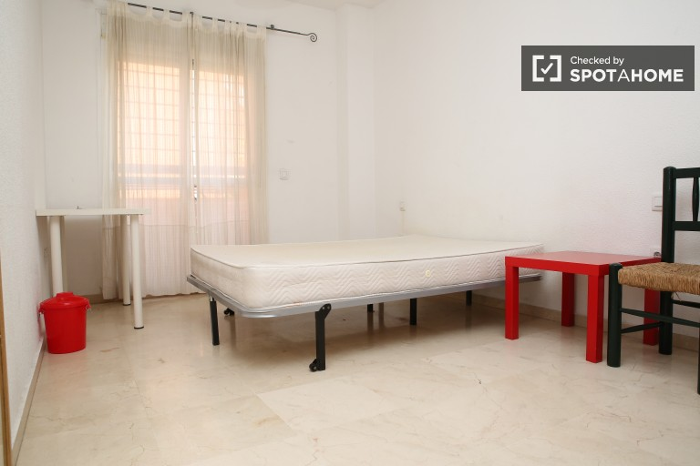 Double Bed in 2 spacious rooms for couples in a shared apartment with a balcony and AC, Triana