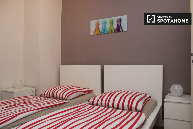 Twin Beds in Large rooms for rent in apartment near public transport in Steglitz-Zehlendorf
