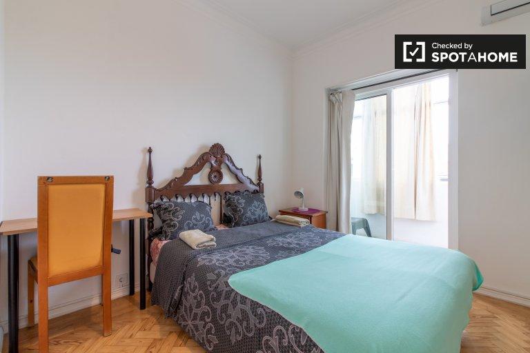 Olaias'da 3 yatak odalı dairede kiralık şık oda