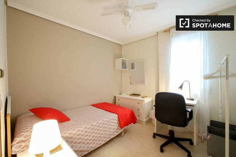 Cozy room for rent in L'Olivereta, Valencia