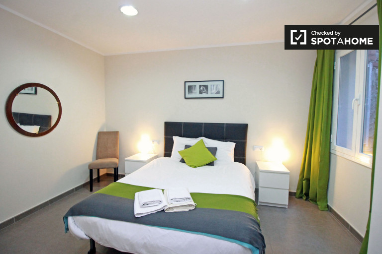 Cozy room in 3-bedroom apartment in El Raval, Barcelona