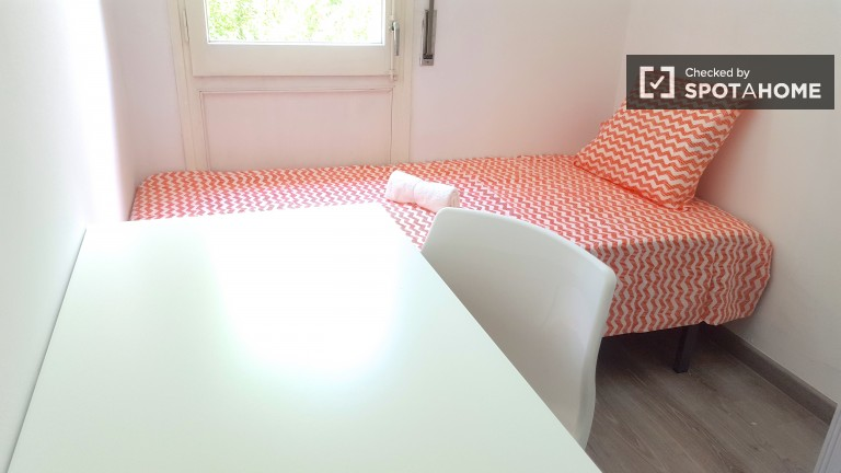 Rent a room in shared apartment in Sant Andreu, Barcelona