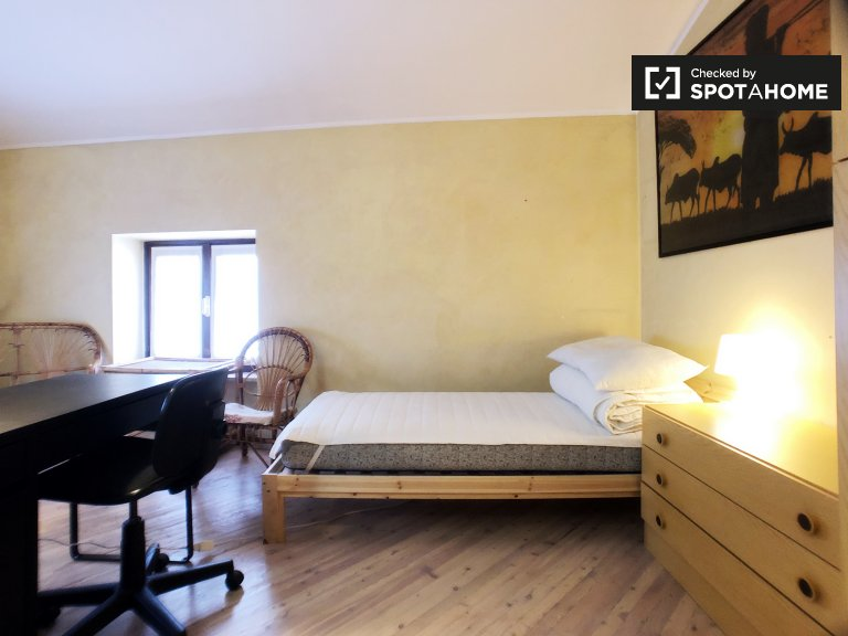 Beds for rent in shared room, 3-bedroom apartment, Lambrate
