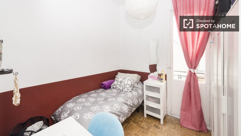 Bedroom 2 - single bed