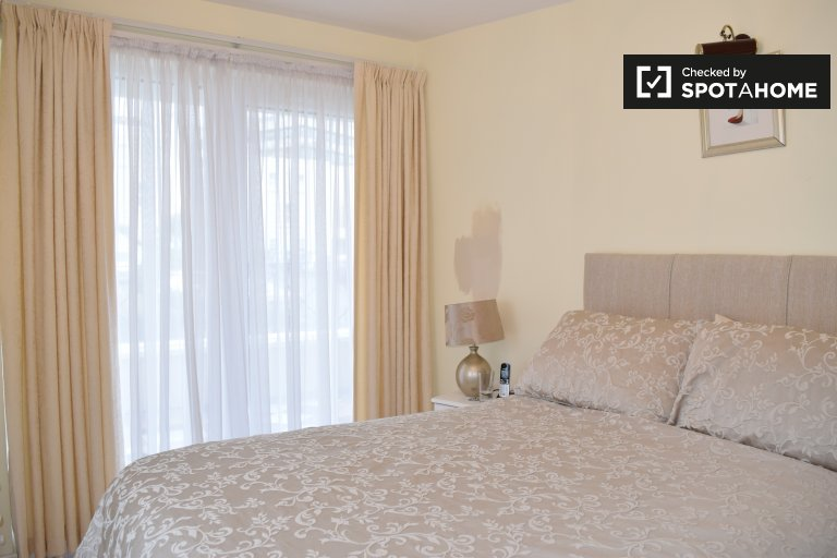 Room to rent in 2-bedroom flat in Blackrock, Dublin