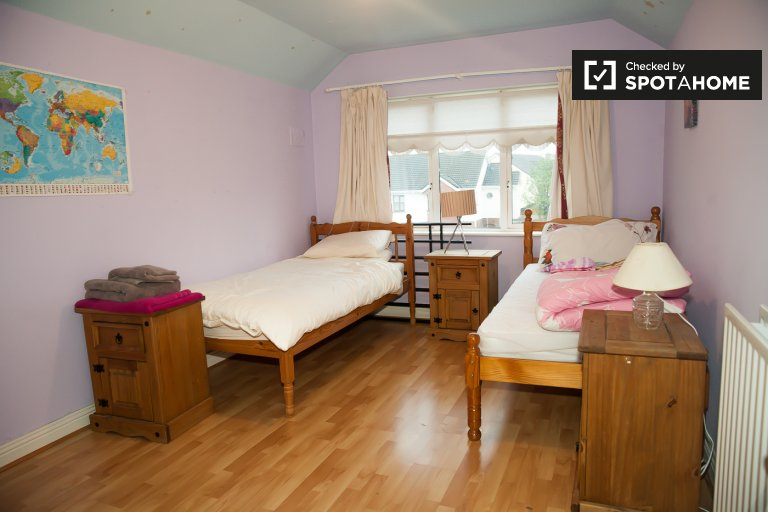 Room for rent in a spacious 4-bedroom house in Knocklyon