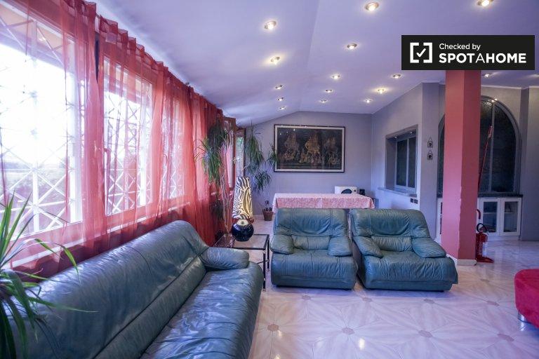 Apartamento de 2 quartos para alugar em Fioranello, Roma