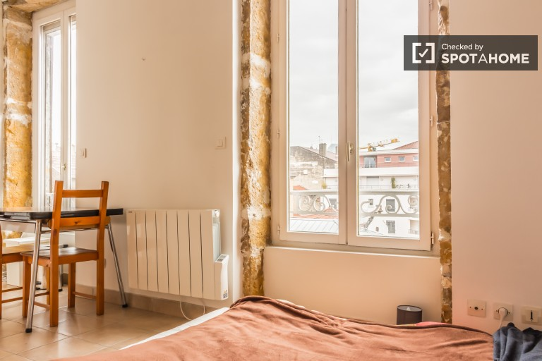Bright studio apartment for rent in Guillotiere, Lyon