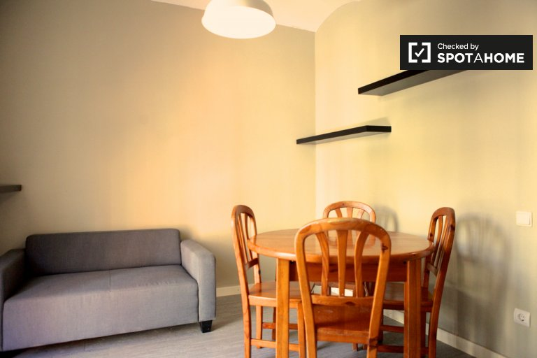 Modest 3-bedroom apartment for rent in Sants, Barcelona