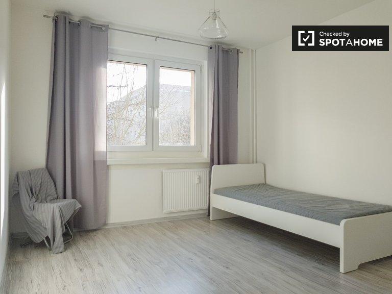 Słoneczny pokój w apartamencie z 3 sypialniami w Berlinie