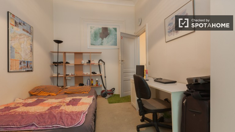 Semi-Independent Studio 2 with Double Bed, Kitchenette, and Shower