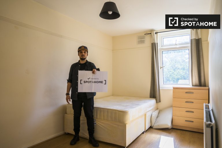 Schönes Zimmer zur Miete in 5-Zimmer-Wohnung in Fulham, London