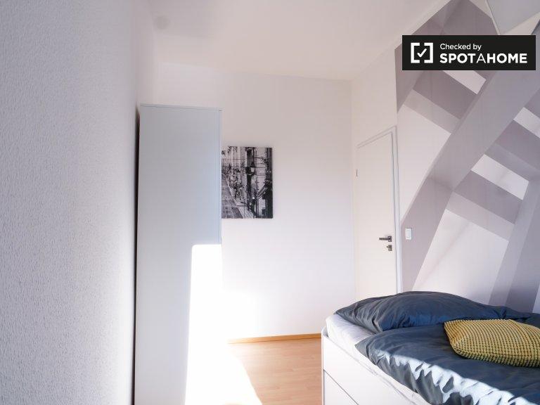 Jasny pokój w 6-pokojowym apartamencie w Treptow-Köpenick
