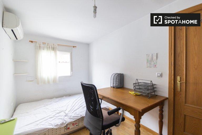 Chambre dans un appartement de 2 chambres à Príncipe Pío, Madrid