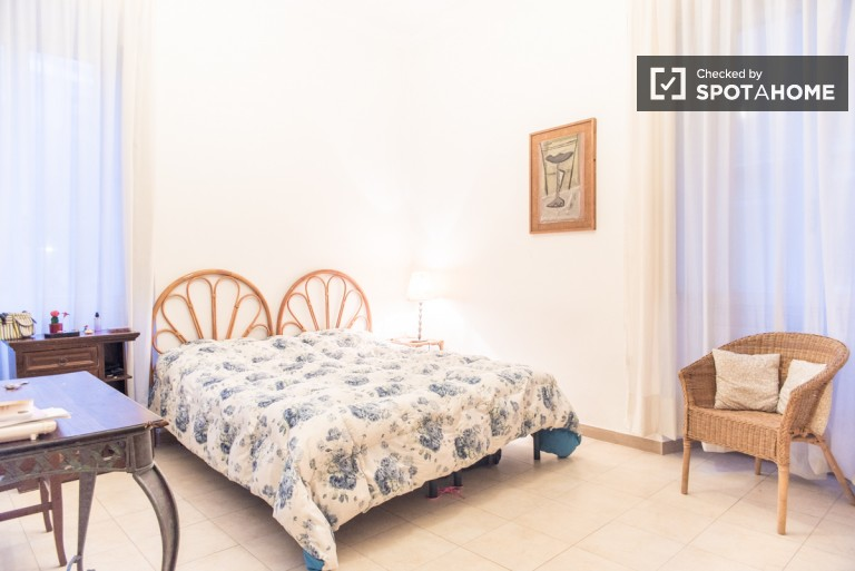 Comfortable 2-bedroom apartment for rent in Trastevere, close to the station