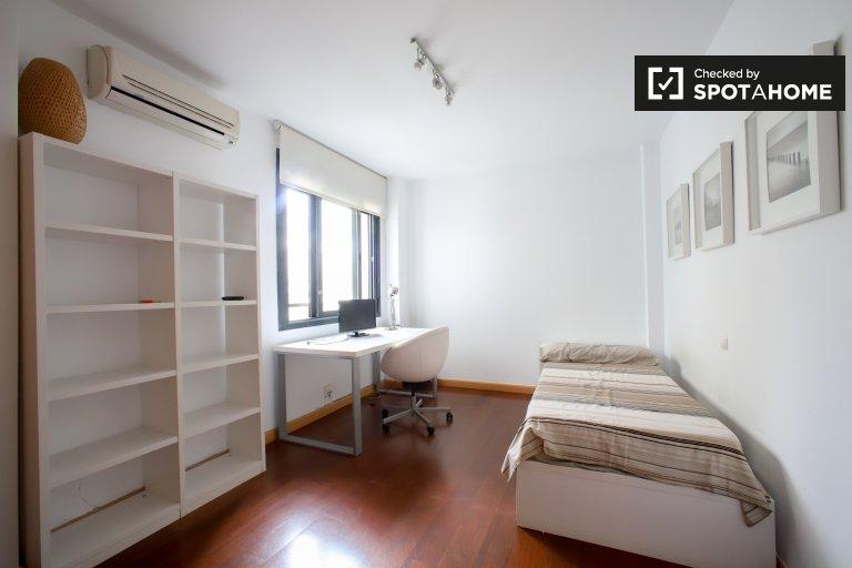 Chambre spacieuse dans un appartement de 2 chambres à coucher dans l'Eixample, à Valence