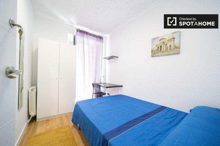 Quarto luminoso para alugar, apartamento de 11 quartos, Centro, Madrid