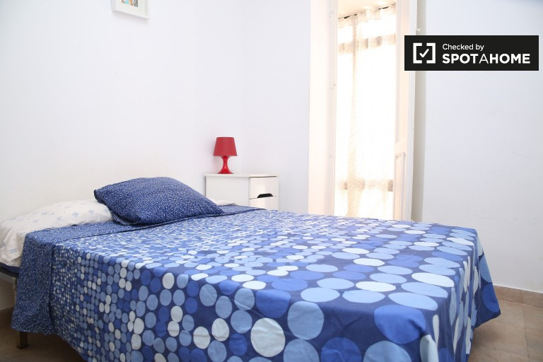 in rooms to rent in a 2-bedroom apartment with AC - San Vicente, Seville