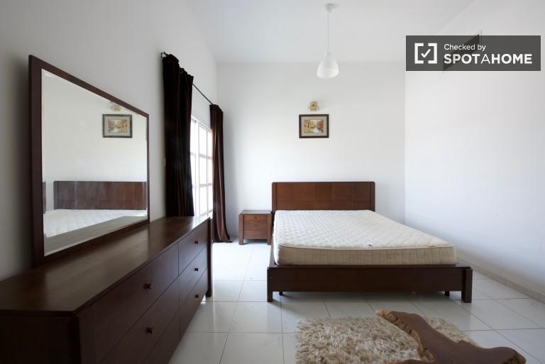 Double Bed in Rooms for rent in 7-bedroom villa with pool in Umm Suqeim 2