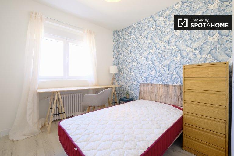 Se alquila habitación en piso de 5 dormitorios, bulliciosa Atocha, Madrid
