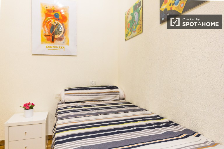 Relajante habitación en piso compartido en Retiro, Madrid