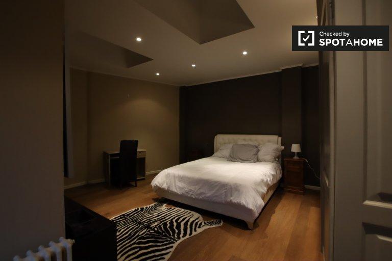 Modern room for rent in 3-bedroom apartment, Watermael