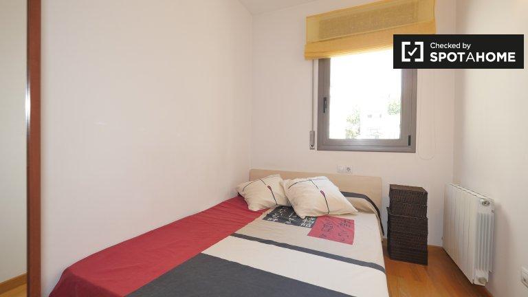Barselona, Sants'da 2 yatak odalı dairede rahat oda.