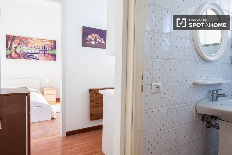 Single room in apartment in Aurelio, Rome