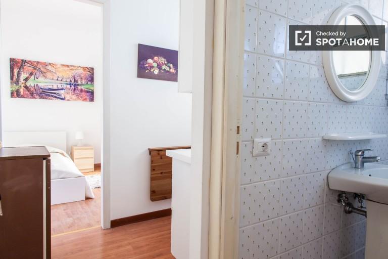 Chambre simple dans un appartement à Aurelio, Rome