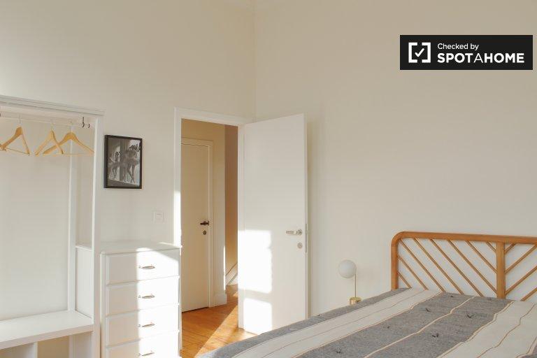 Habitación soleada en residencia de 8 dormitorios en el barrio europeo