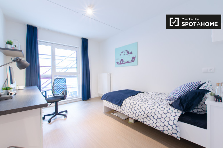 Single Bed in Ensuite studio for rent to students in residence hall in Central Brussels