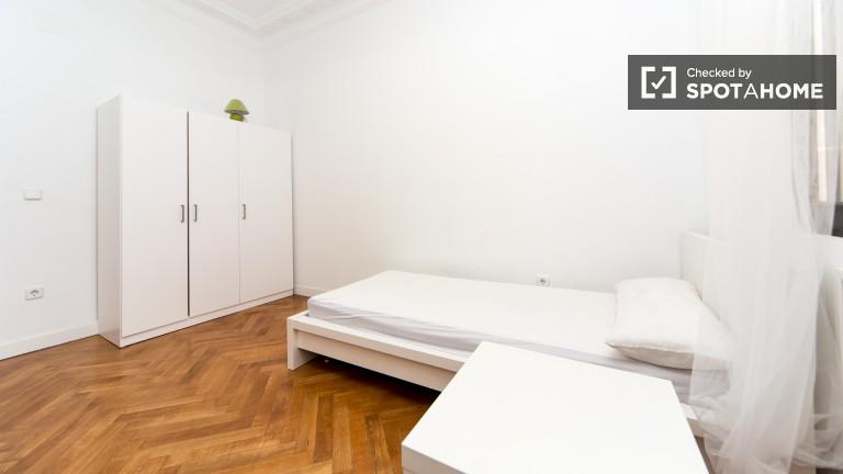 Pokój do wynajęcia we wspólnym mieszkaniu w Chamberí, Madryt