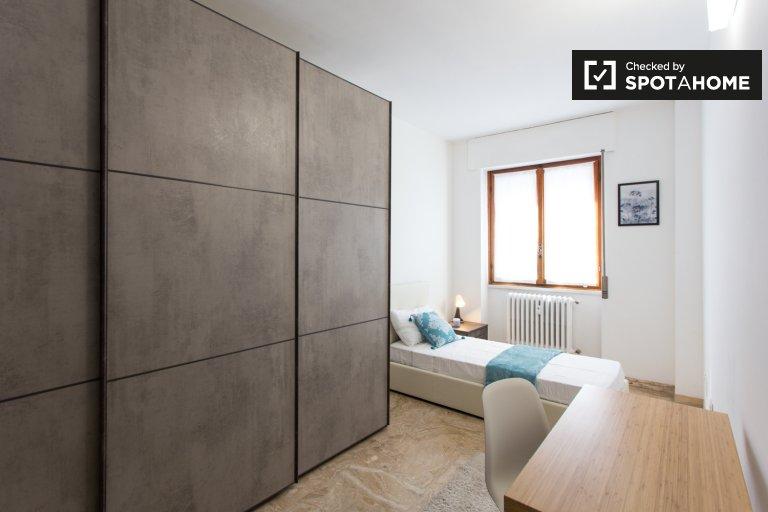 Pokój do wynajęcia w apartamencie z 5 sypialniami w Giambellino, Mediolan