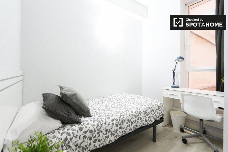 Cozy room in 6-bedroom apartment in Acacias, Madrid