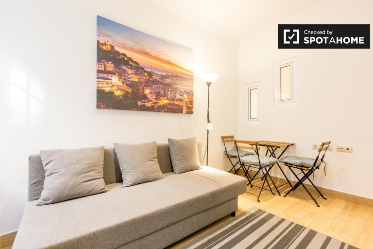 Bright 2-bedroom apartment for rent in Misericórdia, Lisbon