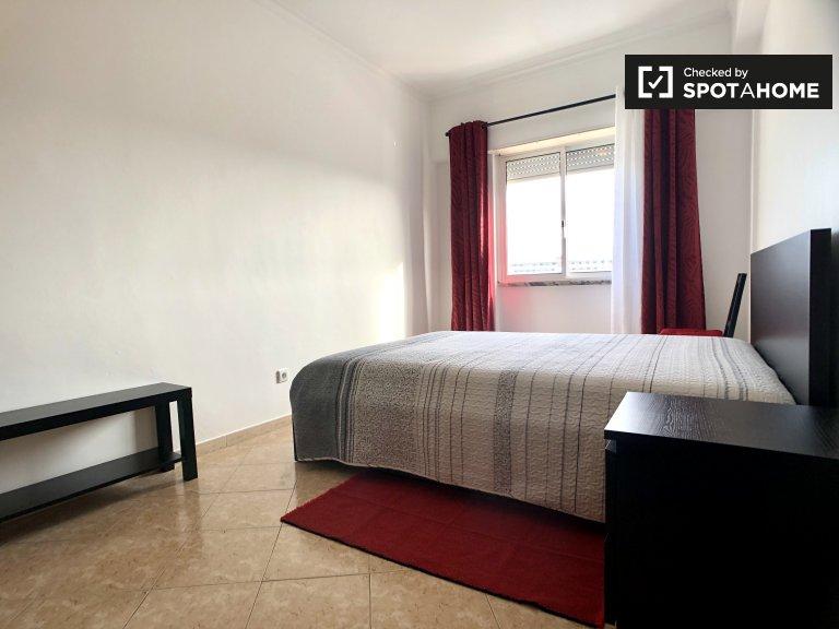 Zimmer zu vermieten in 2-Zimmer-Wohnung im Parque das Nações