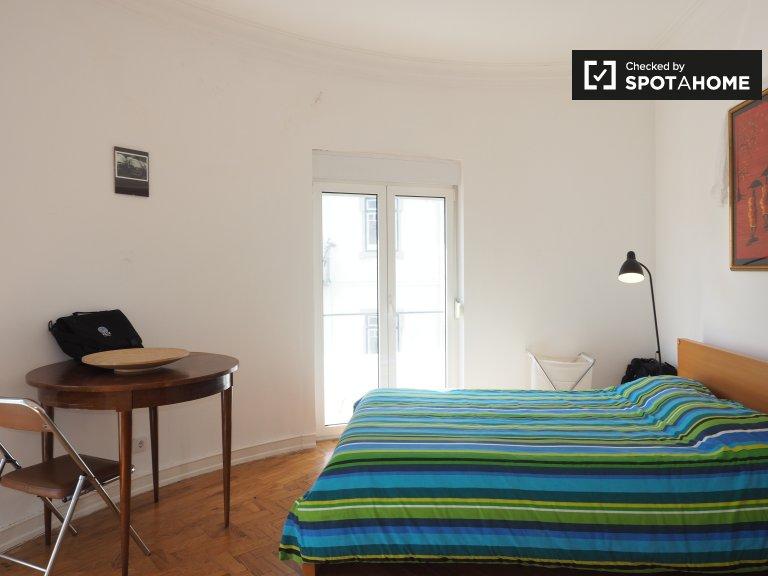 Pokój do wynajęcia w apartamencie z 4 sypialniami w Avenidas Novas