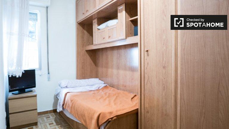 Habitación en piso de 2 dormitorios en Puente de Vallecas, Madrid.