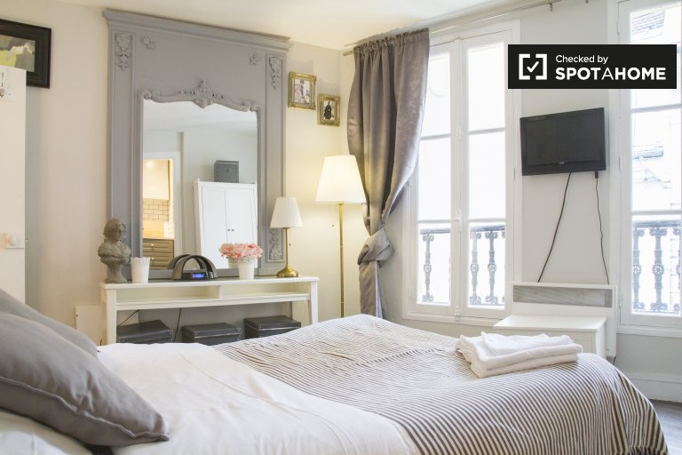 Stylish studio apartment for rent in the 5th arrondissement