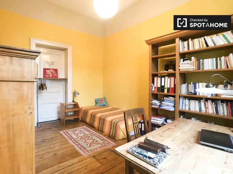 Charming room for rent in 2-bedroom house in Schaerbeek