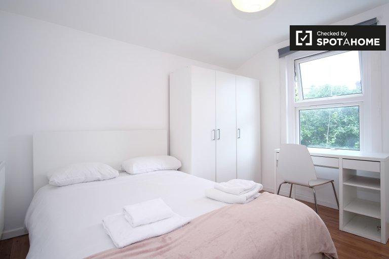 Chambre confortable dans un grand appartement partagé à Londres