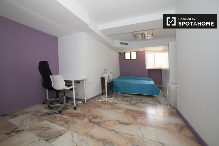 Twin Beds in Rooms for rent in 17-bedroom house with shared terrace in Porvenir