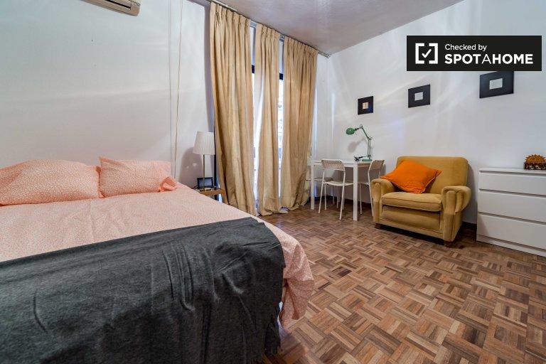 Na zewnątrz pokój do wynajęcia w apartamencie z 7 sypialniami w Extramurs